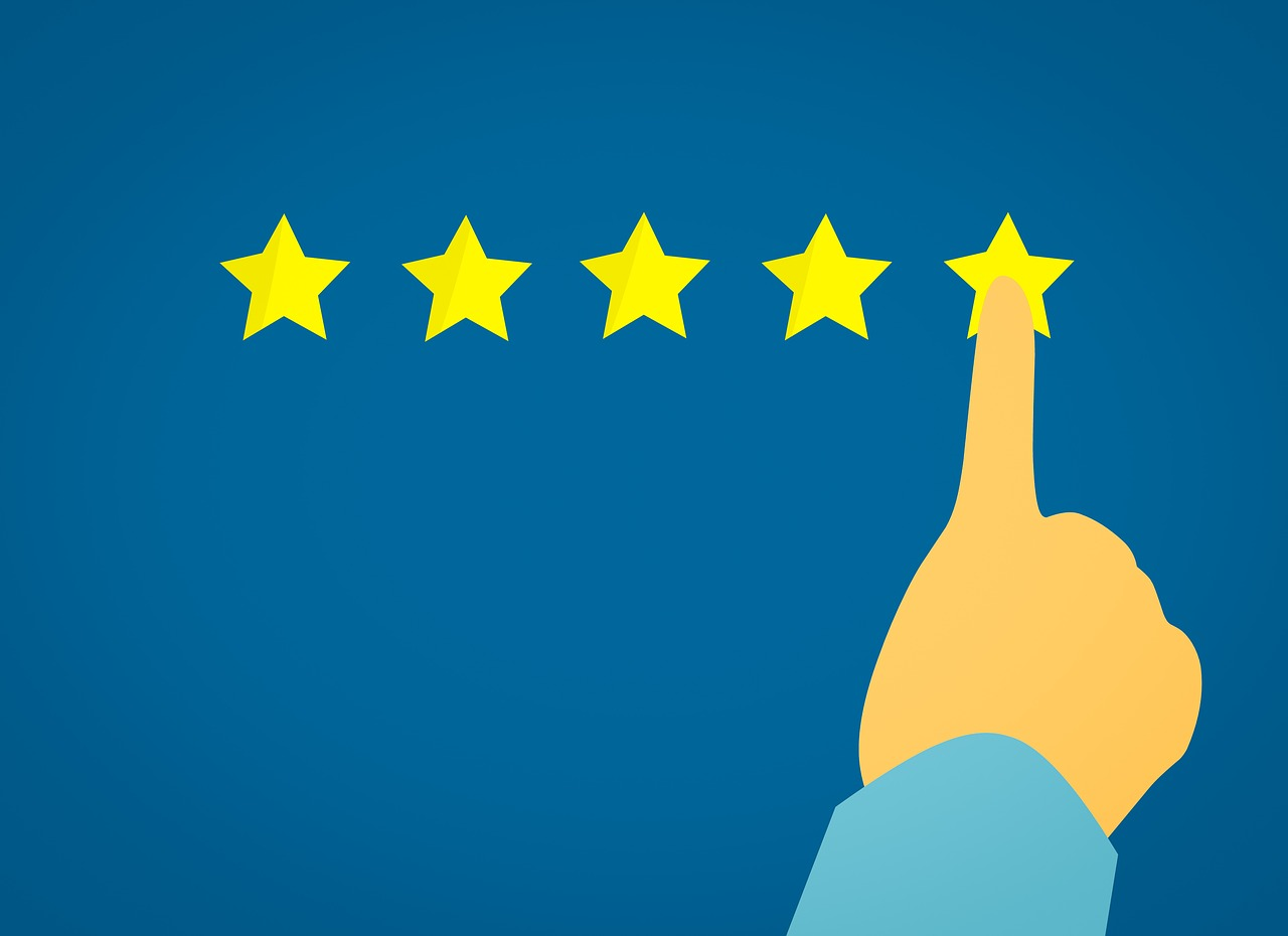 Image showing a hand pointing to 5 stars to highlight the importance of e-commerce customer reviews